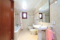 Ванная комната 2. Испания, Кала-де-Сант-Висент : Симпатичная вилла в небольшой рыбацкой деревне, с 4 спальнями, 3 ванными комнатами и частным бассейном.