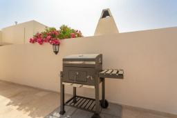 Зона барбекю / Мангал. Испания, Лансароте : Красивая вилла с современным интерьером, с 2 спальнями, 1 ванной комнатой и собственным бассейном с подогревом.