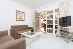 Гостиная / Столовая. Испания, Лансароте : Красивая вилла с современным интерьером, с 2 спальнями, 1 ванной комнатой и собственным бассейном с подогревом.