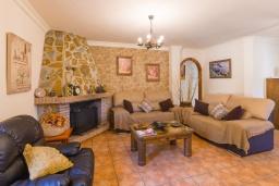 Гостиная / Столовая. Испания, Нерха : Вилла с потрясающим видом с террасы на горы и пышные долины, с 3 спальнями, 2 ванными комнатами и собственным бассейном.