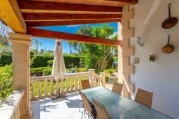 Терраса. Испания, Алькудия : Красивая вилла с частным бассейном, террасой и садом, с 4 спальнями и 2 ванными комнатами.