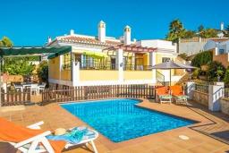 Бассейн. Испания, Нерха : Красивая вилла с частным бассейном, 3 спальнями, 2 ванными комнатами, бесплатным Wi-Fi и кондиционерами.