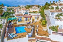 Вид на виллу/дом снаружи. Испания, Нерха : Красивая вилла с частным бассейном, 3 спальнями, 2 ванными комнатами, бесплатным Wi-Fi и кондиционерами.