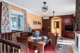 Гостиная / Столовая. Испания, Нерха : Красивая вилла с частным бассейном, 3 спальнями, 2 ванными комнатами, бесплатным Wi-Fi и кондиционерами.