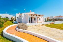 Вход. Испания, Менорка : Светлая вилла с роскошным видом на море, с 3 спальнями, 2 ванными комнатами, частным бассейном.