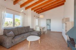 Гостиная / Столовая. Испания, Менорка : Светлая вилла с роскошным видом на море, с 3 спальнями, 2 ванными комнатами, частным бассейном.