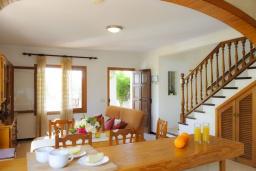 Обеденная зона. Испания, Кала-д'Ор : Загородная вилла для отдыха на испанском острове Майорка, 3 спальни, 2 ванные комнаты, частный бассейн