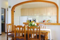 Кухня. Испания, Кала-д'Ор : Загородная вилла для отдыха на испанском острове Майорка, 3 спальни, 2 ванные комнаты, частный бассейн