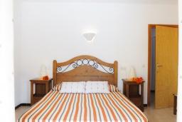 Спальня. Испания, Кала-д'Ор : Загородная вилла для отдыха на испанском острове Майорка, 3 спальни, 2 ванные комнаты, частный бассейн