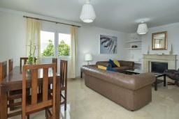 Гостиная / Столовая. Испания, Лансароте : Свежая недавно построенная вилла с 5 спальнями, 3 ванными комнатами, а также собственным бассейном с подогревом