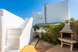 Зона барбекю / Мангал. Испания, Кала-д'Ор : Цветущая вилла для отдыха на испанском острове Майорка, с 3 спальнями, 2 ванными комнатами и частным бассейном.