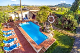 Бассейн. Испания, Алькудия : Великолепная вилла в традиционном испанском стиле, с 3 спальнями, 2 ванными комнатами и собственным бассейном.