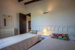 Спальня 2. Испания, Алькудия : Великолепная вилла в традиционном испанском стиле, с 3 спальнями, 2 ванными комнатами и собственным бассейном.