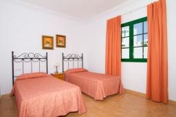 Спальня 3. Испания, Лансароте : Современная комфортабельная вилла с 3 спальнями, 2 ванными комнатами и собственным бассейном с подогревом.