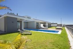 Испания, Санта-Крус-де-Тенерифе : Романтическая современная вилла на севере Тенерифе с длинным открытым бассейном и частным садом, 4 спальни, 2 ванные комнаты, 1 wс, wi-fi