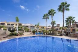 Вид. Испания, Коста Адехе : Красивые 2-х этажные аппартаменты в современном стиле. Расположены в 5 мин. хотьбы от пляжа Playas del Veril. Открытый бассейн, 3 спальни, 2 ванные комнаты, кондиционирование, wifi и 50дюймов ТВ