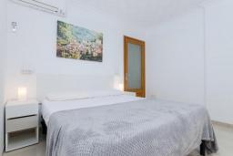 Спальня. Испания, Муро : Просторный таунхаус для отдыха 6-и гостей