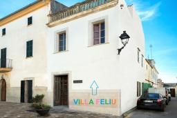 Вид на виллу/дом снаружи. Испания, Польенса : Эффектный таунхаус в живописной деревне Бугер, с крытым бассейном, террасой на крыше с видом на горы Трамунтана, 3 спальни, 3 ванные комнаты, гостиная, Wi-Fi.