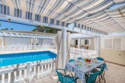 Патио. Испания, Муро : Дом с террасрй и общим бассейном для 6 человек
