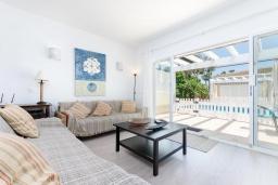 Студия (гостиная+кухня). Испания, Муро : Дом с террасрй и общим бассейном для 6 человек