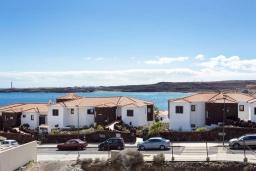 Испания, Санта-Крус-де-Тенерифе : Уютные современные аппартаменты с небольшой кухней-гостиной и открытым бассейном в городе Порис де Абона,  300 м до пляжа Абос-де-Абона, 2 спальни, 1 ванная комната, wi-fi