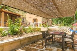 Беседка. Испания, Андрайч : Очаровательный дом с частным бассейном и террасой