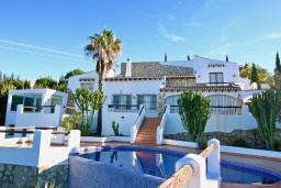 Фасад дома. Испания, Дения : Роскошная и комфортабельная вилла с видом на море, 3 спальни, гостиная, 3 ванные комнаты, спутниковое телевидение, сад, терраса, барбекю, Wi-Fi, кондиционер, бассейн, парковка