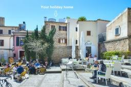 Вид на виллу/дом снаружи. Испания, Польенса : Идеальный дом для отпуска в самом сердце Полленсы, с внутренним двориком и прекрасным видом на горы с террасы с барбекю, 4 спальни с детской кроваткой, 2 ванные комнаты, бесплатный WIFI.