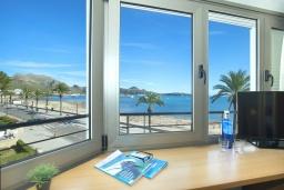 Вид на море. Испания, Польенса : Апартаменты класса люкс в Порт-де-Полленса в нескольких шагах от пляжа Польенса,с видом на море, 1 спальня, 2 ванные комнаты, Wi-Fi.
