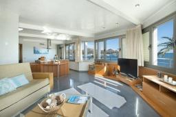 Гостиная / Столовая. Испания, Польенса : Апартаменты класса люкс в Порт-де-Полленса в нескольких шагах от пляжа Польенса,с видом на море, 1 спальня, 2 ванные комнаты, Wi-Fi.