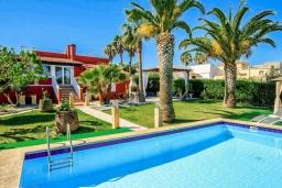 Бассейн. Испания, Порто Колом : Яркая вилла со стильным интерьером,  4 спальнями, 2 ванными комнатами и собственным бассейном.