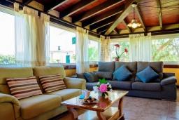 Гостиная / Столовая. Испания, Порто Колом : Яркая вилла со стильным интерьером,  4 спальнями, 2 ванными комнатами и собственным бассейном.