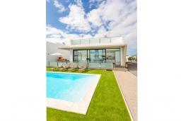 Бассейн. Испания, Фуэртевентура : Красивая современная двухэтажная вилла с частным бассейном, просторной террасой и барбекю.