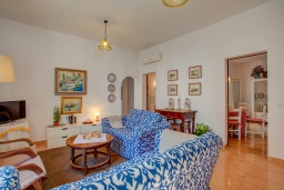 Гостиная / Столовая. Испания, Порт-де-Польенса : Недавно отреставрированный средиземноморский дом для отдыха в морском районе Пуэрто-Полленса, в 100 метрах от пляжа с патио и барбекю, собственной крытой парковкой, 3 спальни, 2 ванные комнаты, спутниковое телевидение, Wi-Fi.