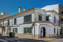 Вид на виллу/дом снаружи. Испания, Порт-де-Польенса : Недавно отреставрированный средиземноморский дом для отдыха в морском районе Пуэрто-Полленса, в 100 метрах от пляжа с патио и барбекю, собственной крытой парковкой, 3 спальни, 2 ванные комнаты, спутниковое телевидение, Wi-Fi.
