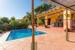 Беседка. Испания, Фрихильяна : Атмосферная уютная вилла с видом на долину, с 2 спальнями, 2 ванными комнатами и собственным бассейном.