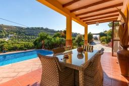 Терраса. Испания, Фрихильяна : Атмосферная уютная вилла с видом на долину, с 2 спальнями, 2 ванными комнатами и собственным бассейном.