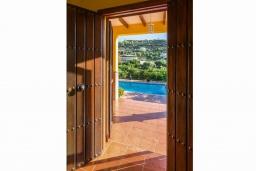 Вход. Испания, Фрихильяна : Атмосферная уютная вилла с видом на долину, с 2 спальнями, 2 ванными комнатами и собственным бассейном.