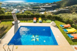 Бассейн. Испания, Торрокс : Традиционная испанская вилла окружённая потрясающим пейзажем гор и видом на море, с 3 спальнями, 1 ванной комнатой, собственным бассейном.