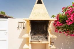 Зона барбекю / Мангал. Испания, Лансароте : Светлая комфортабельная вилла с частным бассейном, 3 спальнями и 2 ванными комнатами