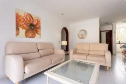 Гостиная / Столовая. Испания, Лансароте : Светлая комфортабельная вилла с частным бассейном, 3 спальнями и 2 ванными комнатами