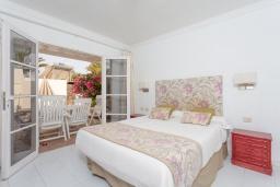 Спальня. Испания, Лансароте : Светлая комфортабельная вилла с частным бассейном, 3 спальнями и 2 ванными комнатами