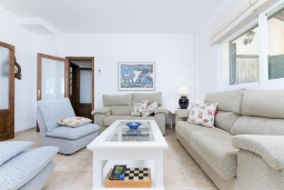 Студия (гостиная+кухня). Испания, Санта-Маргалида : Вилла с бассейном и садом, расположенная в 6 км от пляжа Плайя-де-Муро