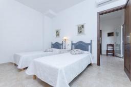 Спальня. Испания, Санта-Маргалида : Вилла с бассейном и садом, расположенная в 6 км от пляжа Плайя-де-Муро
