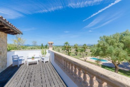 Балкон. Испания, Санта-Маргалида : Вилла с бассейном и садом, расположенная в 6 км от пляжа Плайя-де-Муро