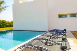 Бассейн. Испания, Кала-д'Ор : Стильная современная вилла полная естественного света с 4 спальнями, 3 ванными комнатами, частным бассейном и видом на море.