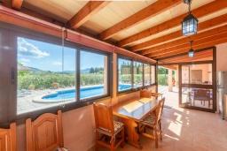 Веранда. Испания, Алькудия : Традиционная испанская вилла расположенная в уединенном месте,  с 3 спальнями, 3 ванными комнатами и частным бассейном.