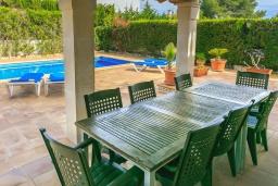 Терраса. Испания, Са Рапита : Замечательная двухэтажная вилла расположенная в тихой деревне, 4 спальни, 3 ванные комнаты, частный бассейн и вид на море.
