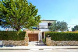 Вход. Испания, Са Рапита : Замечательная двухэтажная вилла расположенная в тихой деревне, 4 спальни, 3 ванные комнаты, частный бассейн и вид на море.