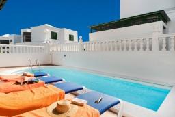 Бассейн. Испания, Гран Канария : Хорошая вилла для отдыха, с видом на море, с 3 спальнями, 2 ванными комнатами и собственным бассейном с подогревом.